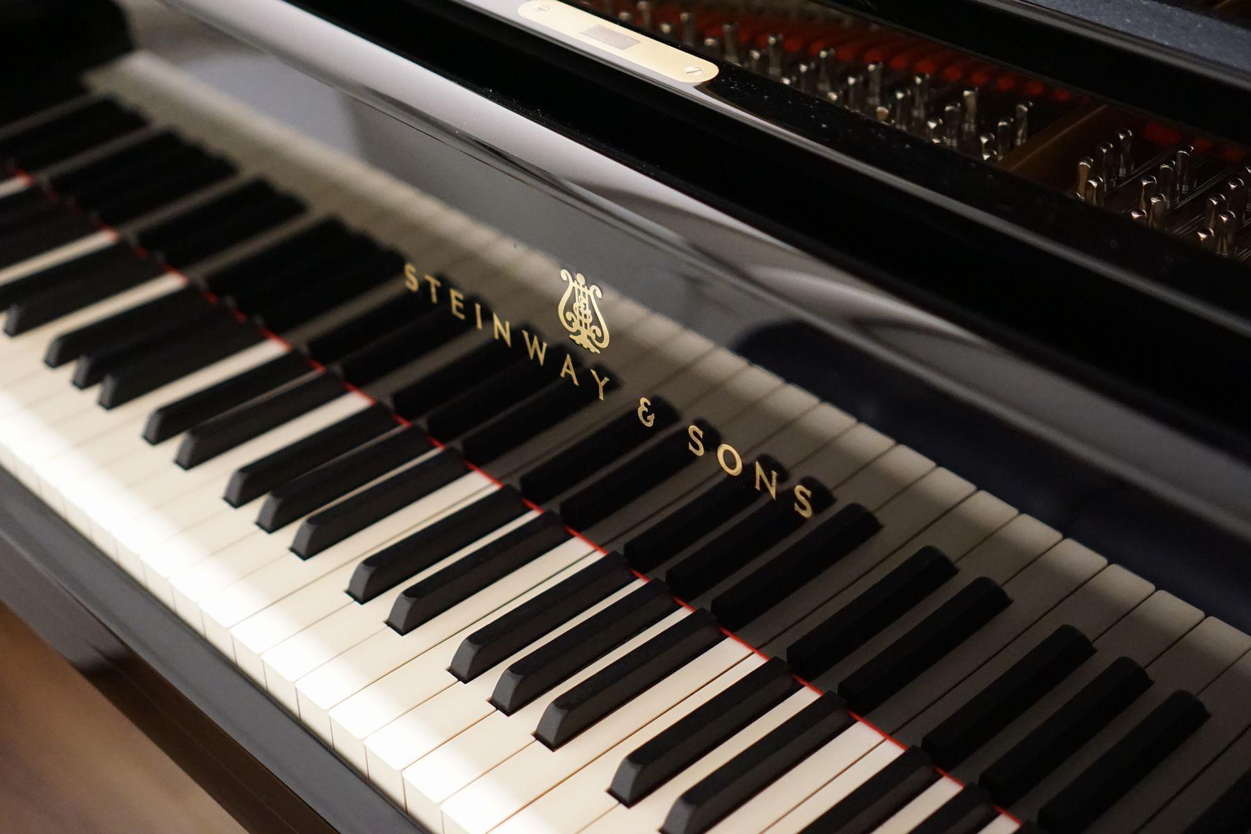 スタジオのピアノの鍵盤
